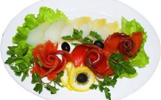 Тарелка с красной рыбой
