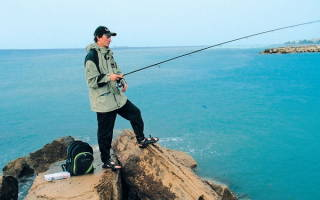 Видео рыбалка в сочи с берега видео