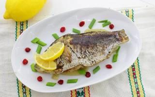 Как запечь рыбу вкусно карася в фольге