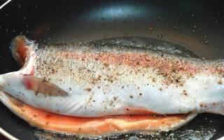 Форель речная жареная на сковороде